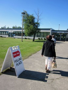 Voters walk into Airport Heights Elementary School to cast their vote. Photo by Daysha Eaton, KSKA - Anchorage