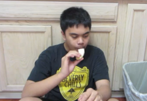 With a clever use of special effects, Jyriel eats a banana in reverse.