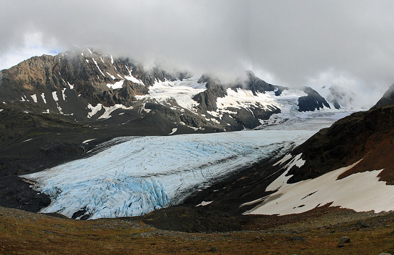 800px-Raven_Glacier_from_Crow_Pass