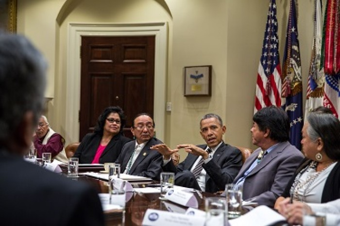 Obama-and-tribal-leaders-e1385005624918