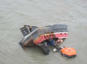 Sunken Fishing Tender Still Leaking Fuel