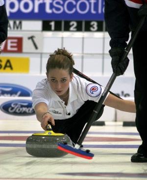 Jessic Schultz_curling3