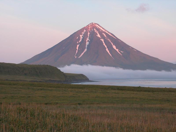 The southeast flank and summit of Mt. Carlisle volcano. (Courtesy Kirsten Nicolaysen, Whitman College)