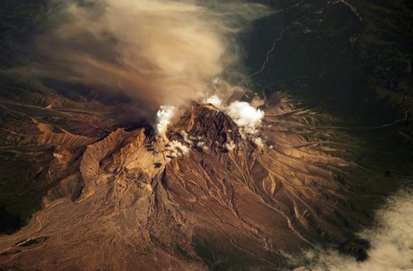 The Shiveluch volcano as seen from the International Space Station in July 2007. (Photo: NASA via public domain)