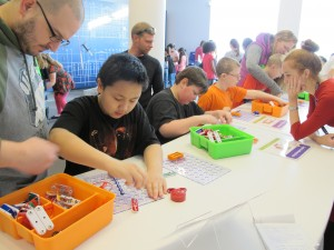 Students build circuits at the Spark!Lab. Feidt/APRN