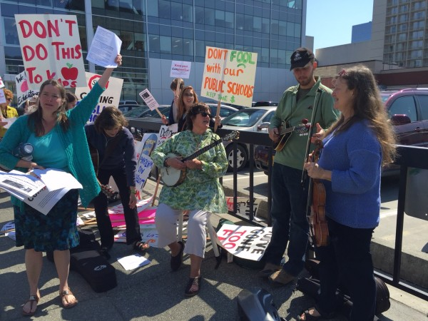 Fiddlers and protesters gather outside the LIO in downtown Anchorage. Hillman/KSKA