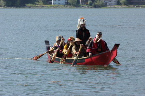 Canoe coming in to dock (Photo by David Purdy/KTOO)
