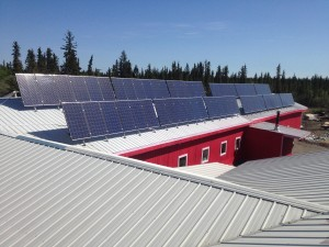Solar panels on Ft. Yukon Tribal Hall. CREDIT DAVID PELUNIS-MESSIER / TCC