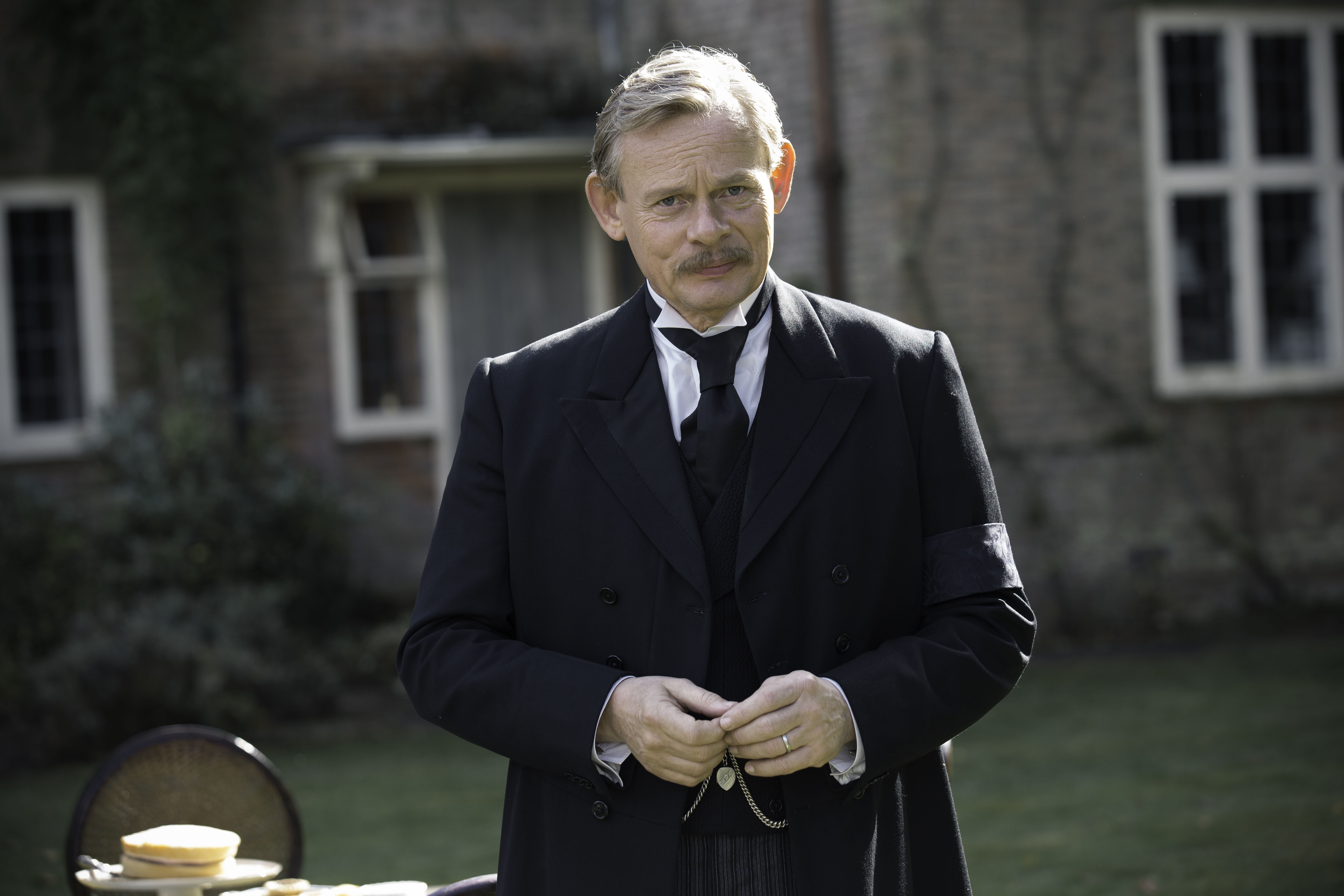 Martin Clunes stars in Arthur & Geroge (Photo Courtesy of (C) Neil Genower/Buffalo Pictures and MASTERPIECE for ITV and MASTERPIECE)