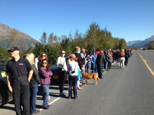 In Seward, people line up for a glimpse of the presidential motorcade. Photo: Ellen Lockyer/KSKA.
