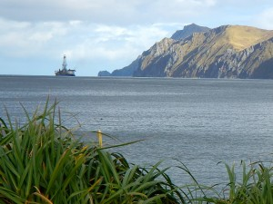 Shell's Noble Discoverer drill rig leaving Unalaska Monday afternoon. (Photo by John Ryan, KUCB - Unalaska)