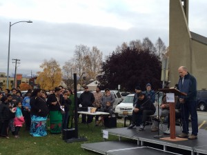 Governor Bill Walker addressed the community during a candlelight vigil for people who died while living outside over the summer. Hillman/KSKA