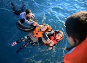 Anchorage paramedic travels to Greece to help with rescues
