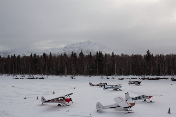 Bush planes parked Wednesday on the river near the Takotna checkpoint. (Photo by Zachariah Hughes, Alaska Public Media)