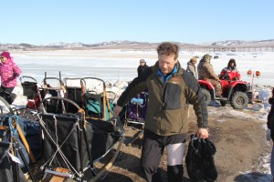 Martin Buser suffered a deep bruise after a fall on the Iditarod Trail. (Photo by Zach Hughes/KSKA.)