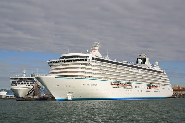 The Crystal Serenity berthed in Livorno, Itlay. Photo: Piergiuliano Chesi, Wikimedia Commons