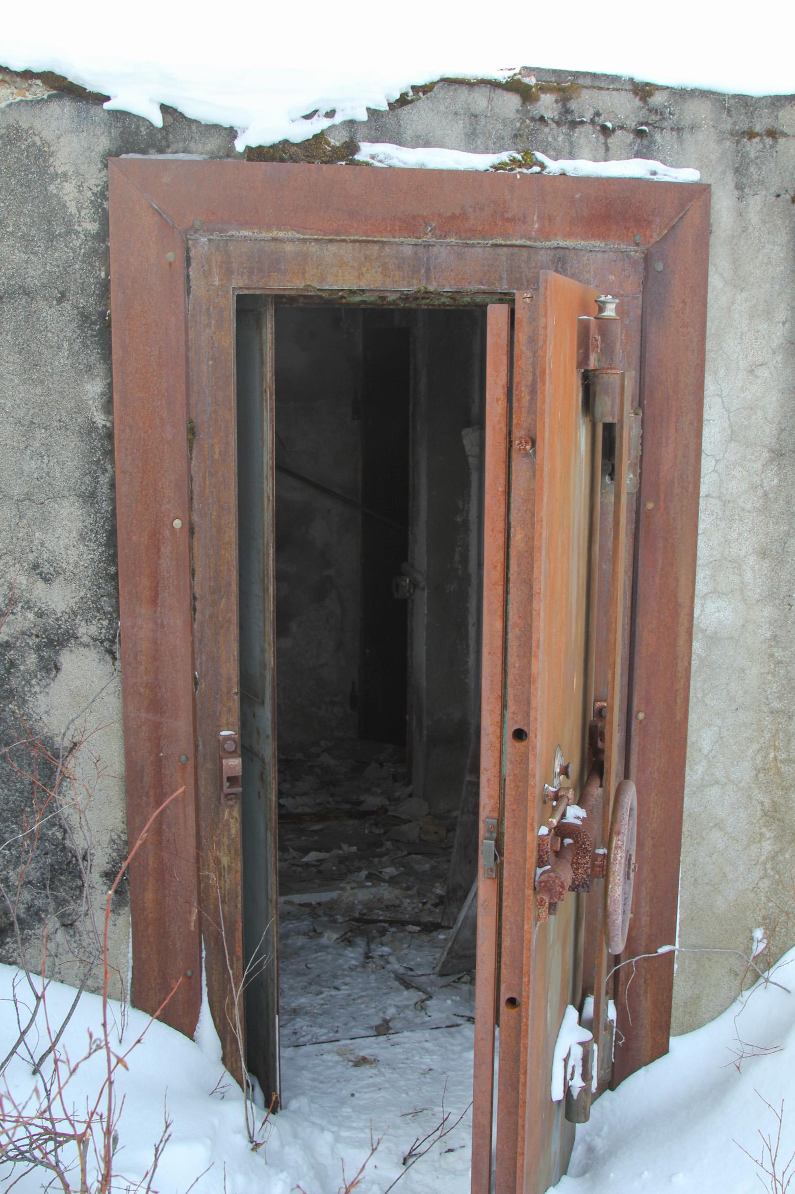 Bank Vault Doors : Ak historic iditarod an alaska ghost town