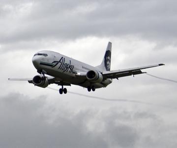 Man arrested in Seattle after allegedly threatening a Ketchikan-bound Alaska Airlines flight - Alaska Public Media