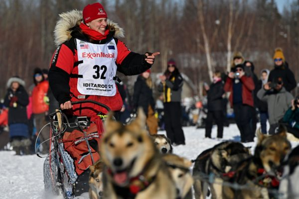 A musher points to the crowd.