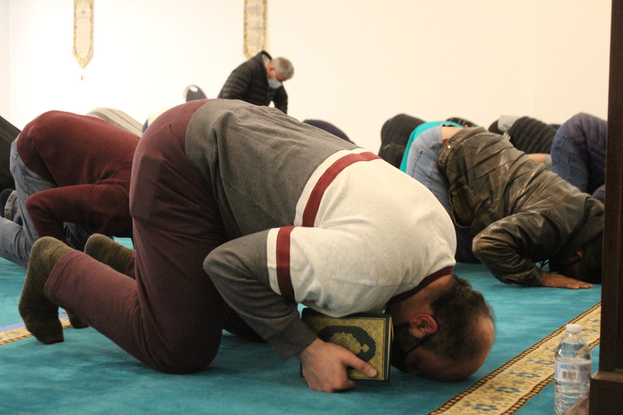 After a year of pandemic isolation, Anchorage Muslims return to mosque for Ramadan - Alaska Public Media
