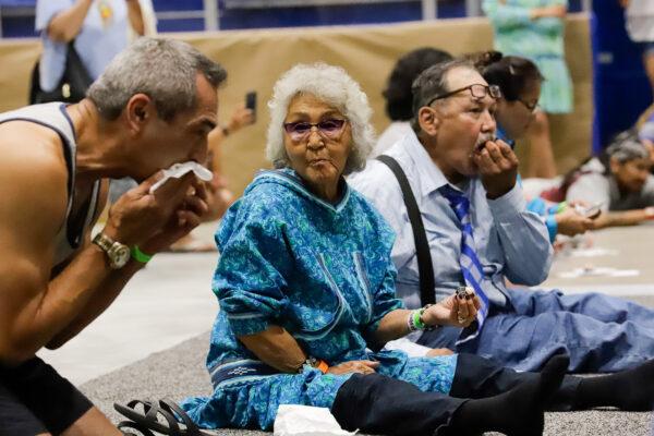 people eating maktak during a maktak eating competition
